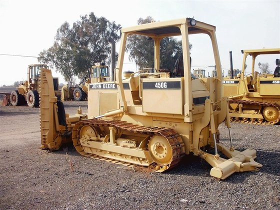 1990 DEERE 450G in Madera,