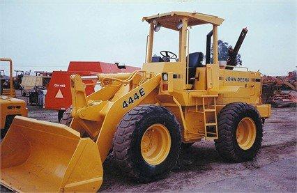 1990 DEERE 444E in Madera,