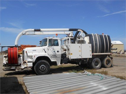 1995 FORD L8000 in Madera,