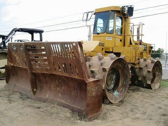 1994 CATERPILLAR 826C in Madera,