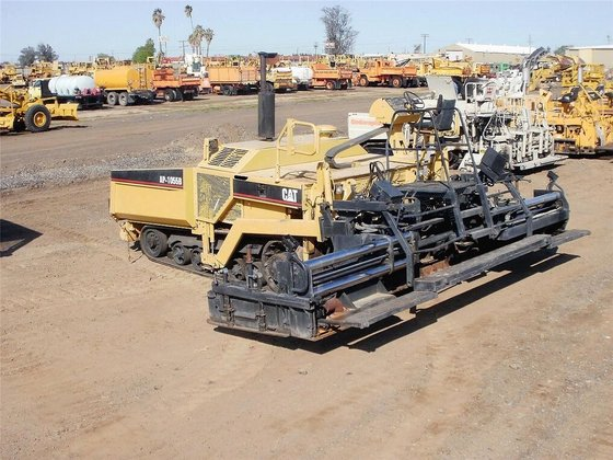 1996 CATERPILLAR AP-1055B in Madera,
