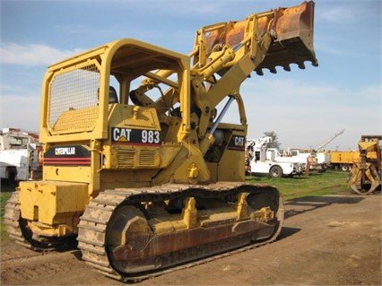 CATERPILLAR 983 in Madera, CA