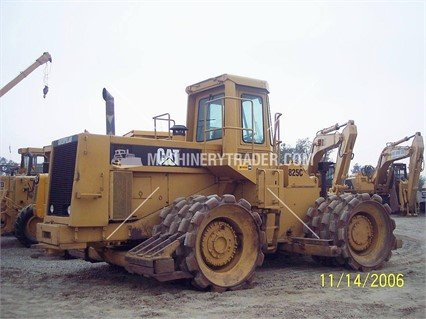 1979 CATERPILLAR 825C in Madera,