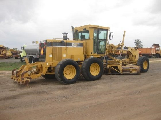 2001 CATERPILLAR 140H in Madera,