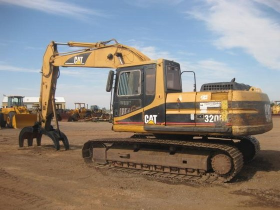 1998 CATERPILLAR 320BL in Madera,