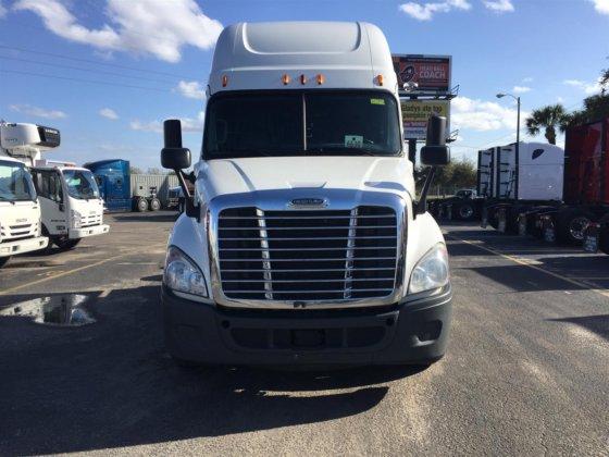 2015 Freightliner Classic Cascadia in Apopka, FL, USA