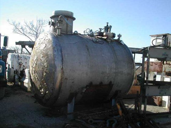 APPROXIMATELY 2,200 GALLON HORIZONTAL STAINLESS