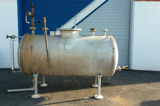 APPROXIMATELY 425 GALLON HORIZONTAL STAINLESS