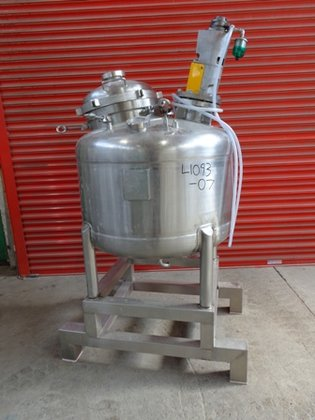 STAINLESS SERVICES APPROXIMATELY 300 LITRE