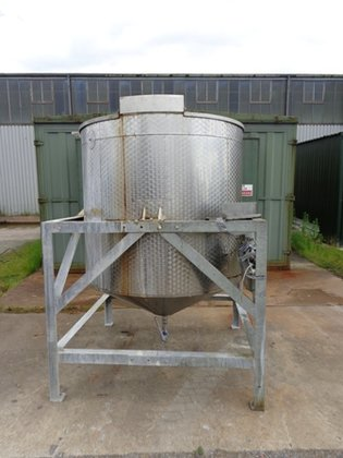 APPROXIMATELY 2000 LITRE WORKING CAPACITY