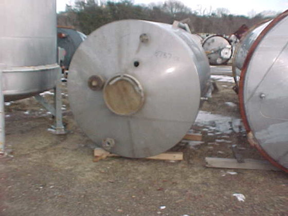 APPROXIMATELY 800 GALLON STAINLESS STEEL