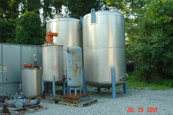 APPROXIMATELY 350 GALLON VERTICAL STAINLESS