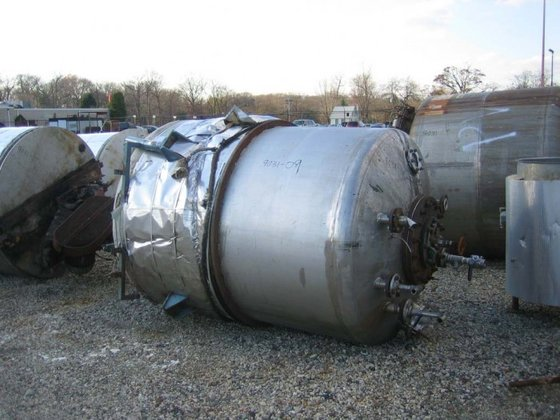 APPROXIMATELY 900 GALLON STAINLESS STEEL
