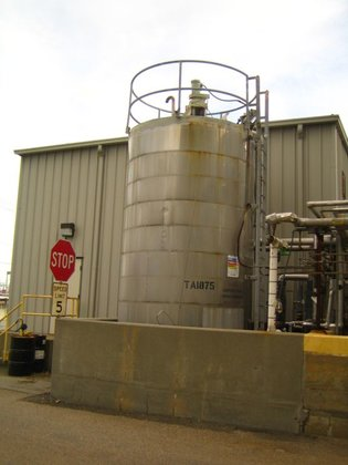 APPROXIMATELY 4,000 GALLON VERTICAL STAINLESS