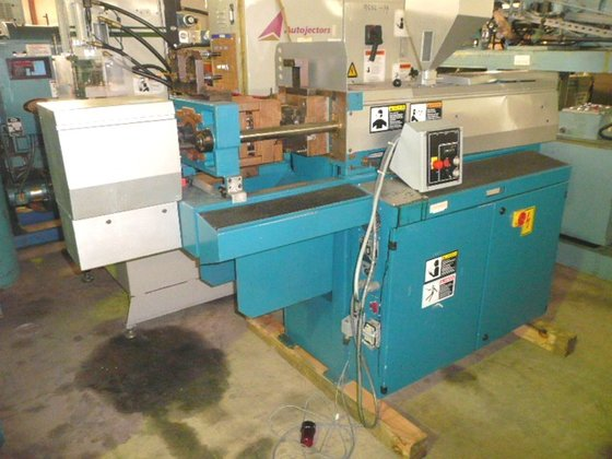 BOY 22A INJECTION MOLDER HAVING