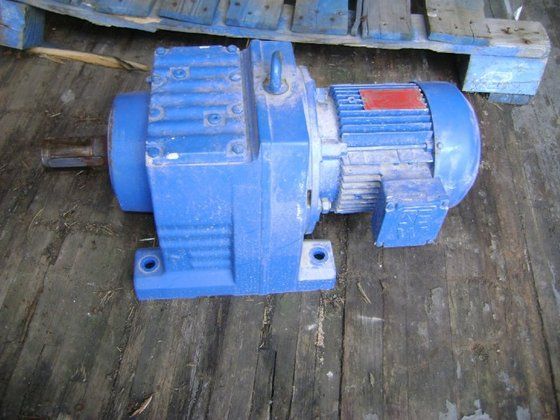 SEW EURODRIVE MOTOR AND GEARBOX.