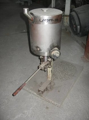 STAINLESS STEEL HAND OPERATED PISTON