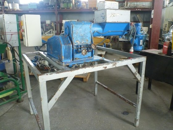 1999 CS cutter for plastics