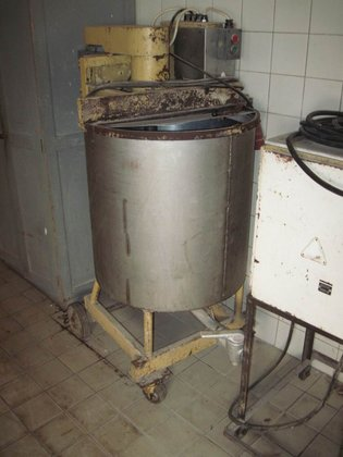 APPROXIMATELY 200 LITRE STAINLESS STEEL