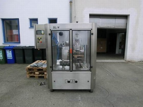 MACHINE FOR AUTOMATIC LABELERING BOTTLES/JARS