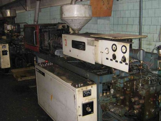 INJECTION MOLDER BY KUASY, 105/32;