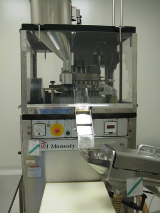 1999 ROTARY TABLET PRESS BY
