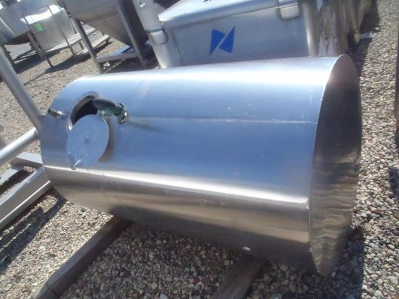 APPROXIMATELY 500 GALLON HORIZONTAL STAINLESS
