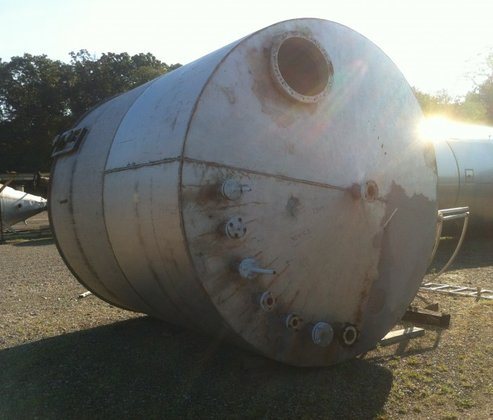 APPROXIMATELY 4,700 GALLON T304 STAINLESS