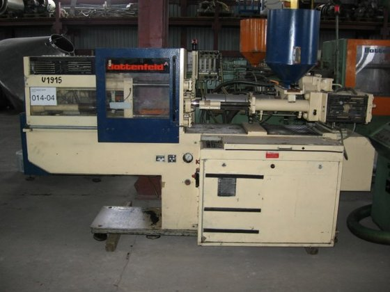 1985 INJECTION MOLDER BY BATTENFELD