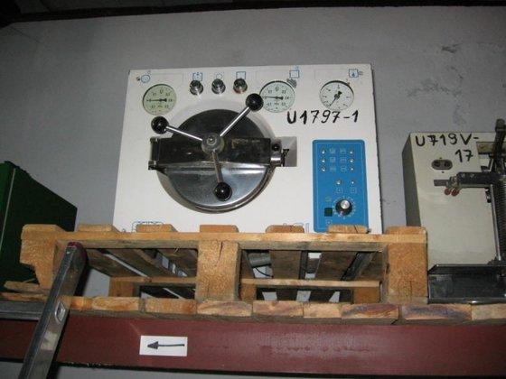 1990 ELECTRICALY HEATED LAB STERILIZER