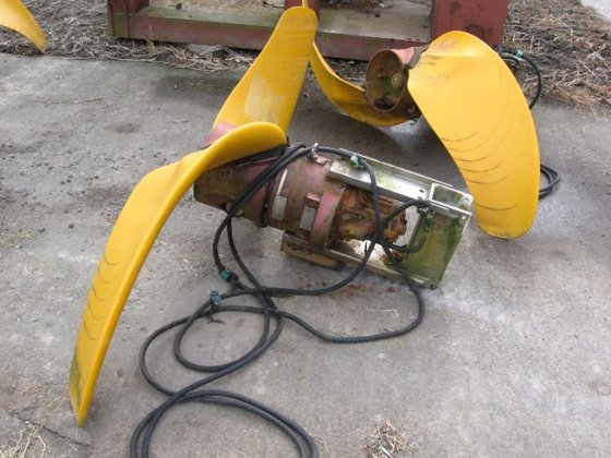 propeller agitator with two blades