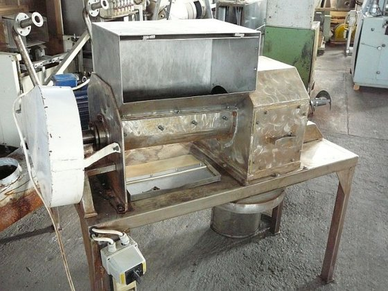 stainless steel pre-crusher with siefter.
