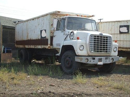 1977 FORD 800 in Yakima,