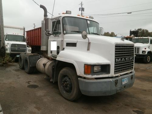 1992 MACK CH613 in Youngstown,