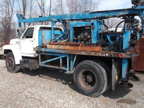 1990 FORD F700 in Indianapolis,