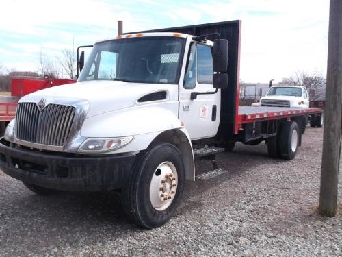 2004 INTERNATIONAL 4300 in Indianapolis,