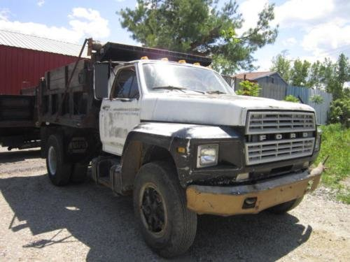 1980 FORD F700 in Springfield,