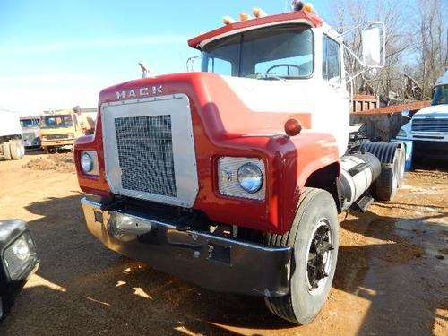 1976 MACK RS686LST in Hickory,
