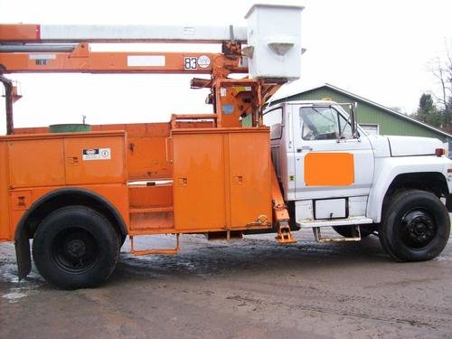 1983 FORD F800 in Kingston,