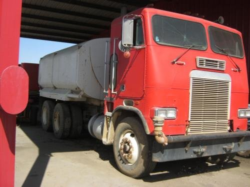 1987 FREIGHTLINER T063042T in Atwater,