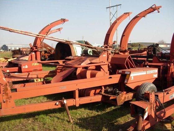 Hesston 7145 (HARVEST EQUIPMENT) Harvesters