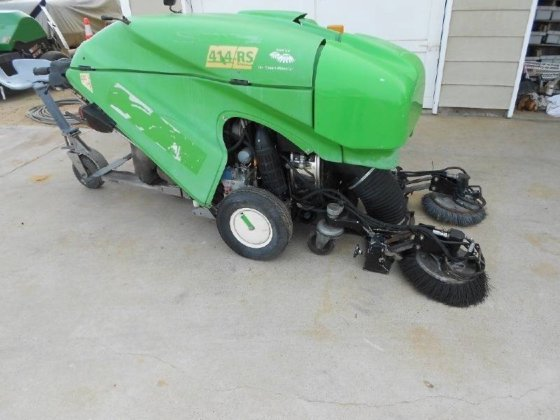 TENNANT Green Machine 414RS Sweeper
