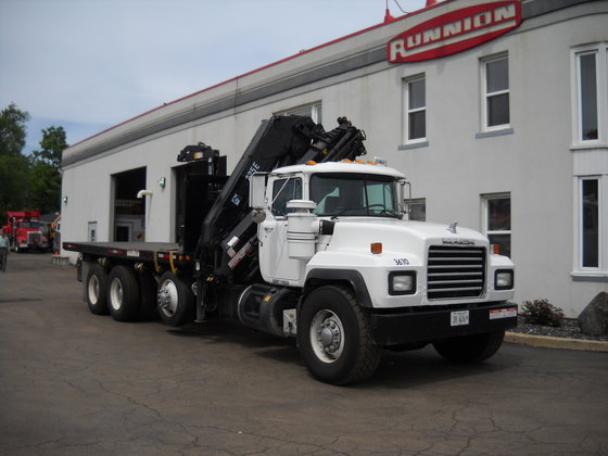 2003 Hiab 225E-7 Booms in
