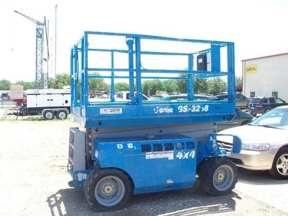 2007 Genie GS-3268 Work platforms