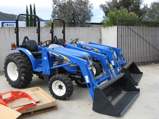 2015 NEW HOLLAND Tractor Loaders