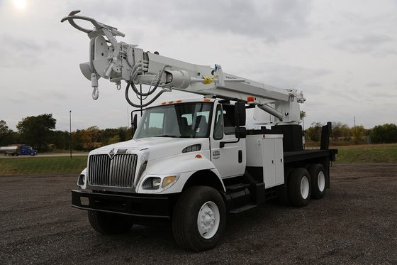 2004 Altec 3060 Digger derricks