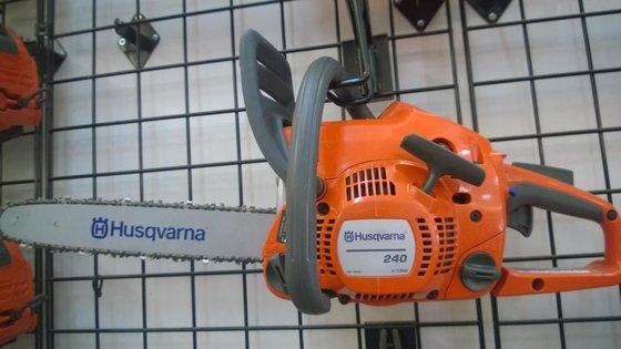 """HUSQVARNA 240 X-Torq 16"""" Chainsaw"""