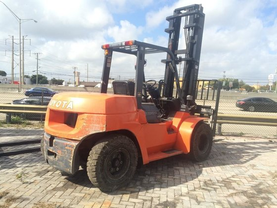 2011 TOYOTA 7FDU70 Forklifts in