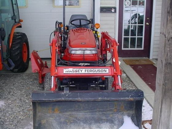 2006 MASSEY FERGUSON GC2300 Compact