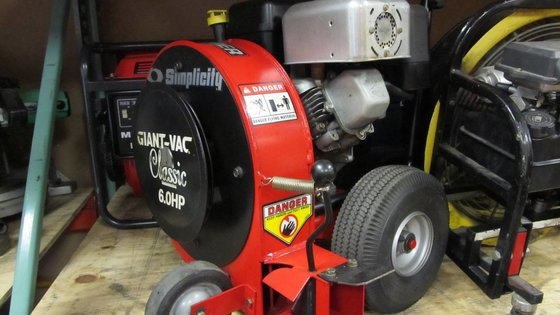 SNAPPER GIANT-VAC WALK BEHIND BLOWER